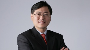 Yuanqing Yang 16:9 CEO Lenovo grauer Hintergrund