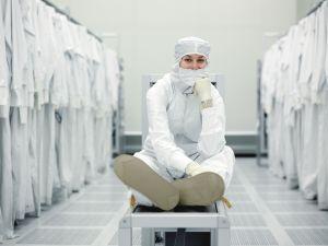 Intel _femeie inginer 1